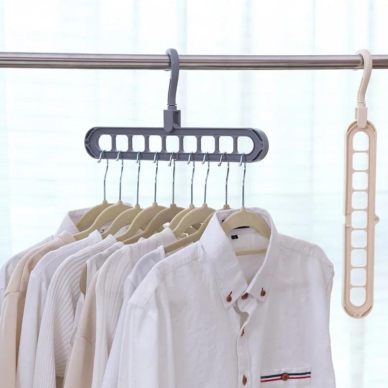 علاّقة ملابس متعددة الفتحات